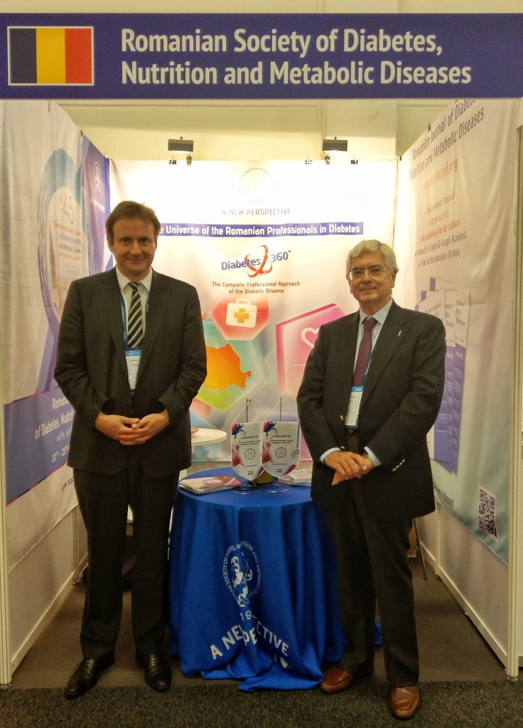 Matthias Blüher (Chair Young Academy - EASD Executive Committee) și Francesco Beguinot (Honorary Secretary - EASD Executive Committee) la standul Societăţii Române de Diabet.